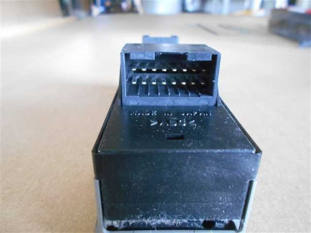 POWER WINDOW SWITCH - Scrum Wagon  Ref:SP207965_151     2/2